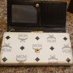 Mcm Vintage White multiple compartment wallet